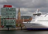 Kiel - Hafenhaus, Rathausturm und Schwedenfähre