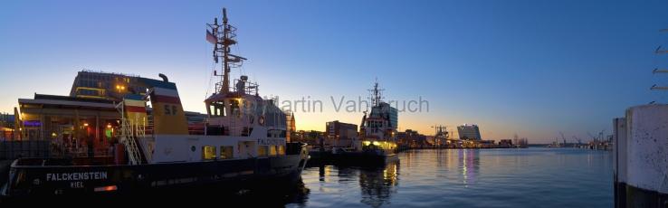 Panorama Kiel - Schlepper in der Hörn