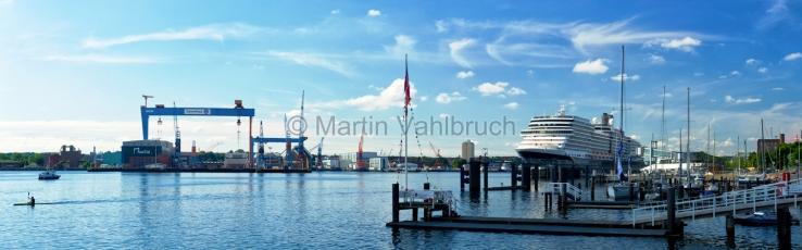 Panorama Kiel - Kiellinie mit Kreuzfahrtschiff