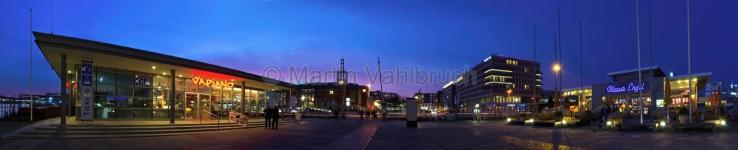 Panorama Kiel - Vapiano und Blauer Engel