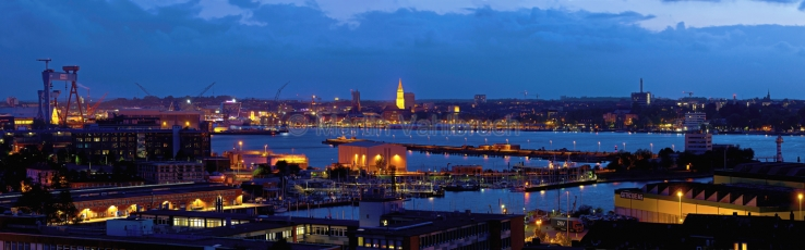 Panorama Kiel - Schwentine und HDW am Abend