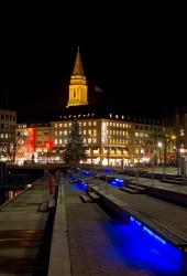 Kiel - am Bootshafen mit rathausturm bei Nacht