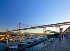 Lissabon -  unter der Ponte 25 de Abril
