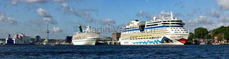 Panorama Kiel - Förde mit Kreuzfahrtschiffen