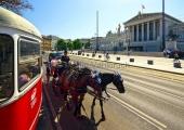 Wien - Fiakerfahrt am Parlament