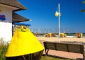 Dahme - Strandpromenade mit  Tonne