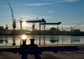 Werftkräne im Sonnenaufgang 1