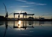 Werftkräne im Sonnenaufgang 2