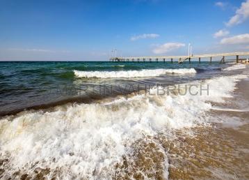 Weißenhäuser Strand Wellen und Seebrücke1
