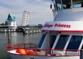 Schleibrücke mit Ausflugsschiff 1
