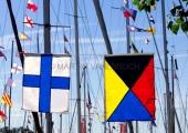 Flaggen am Yachthafen zur Classic Week 4