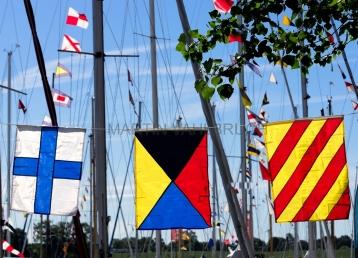 Flaggen am Yachthafen zur Classic Week 3