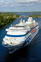 """Kiel -  """"Aidacara"""" im Kanal vor der Holtenauer Schleuse"""