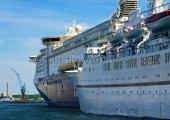 "Kiel - ""Color Magic"" mit Kreuzfahrtschiff"