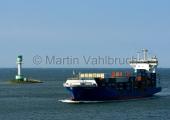 """Kiel -  Containerfeeder """"Helgaland"""" am Friedrichsorter Leuchtturm"""