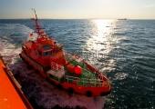 """Kiel -  Lotsenversetzboot in Anfahrt auf die """"Luise Knutsen"""" 2"""