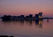 Kiel - Containerschiff - nächtliche Einfahrt in die Kieler Förde