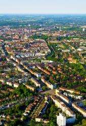 Kiel aus der Luft - Holtenauer Strasse und Belvedere