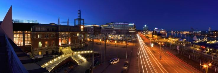 Panorama Hauptbahnhof Kiel bei Nacht - Kaiserportal