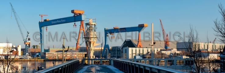 Panorama Kieler Kräne mit Leuchtfeuer 2