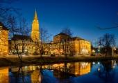 Rathaus und Theater bei Nacht 1