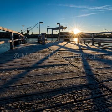 Seegartenbrücke mit Kieler Kränen 2