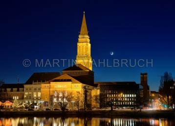 Rathaus und Theater bei Nacht 3