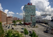 Kiel - Kaistrasse mit Hafengebäude