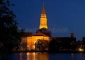 Kiel - Opernhaus und Rathausturm bei Nacht