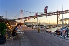 Lissabon - Cafe unter der Ponte 25 de Abril