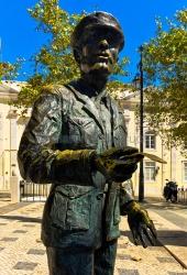 Lissabon - Barrio Alto - Sao Roque - Denkmal für den Zeitungshaendler