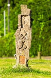 Neustadt - Gedenkstele im Lienaupark