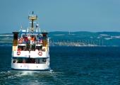 Rügen - Fahrgastschiff  vor dem Nationalpark Jasmund