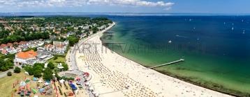 Travemünde - Hotels und Strandpromenade von oben Panorama 2
