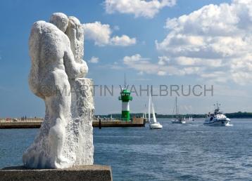 Travemünde - Hafeneinfahrt mit Steinfigur 1