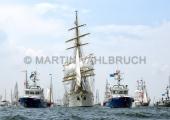 Windjammerparaden Kiel - Gorch Fock 23 - zwischen den Polizeibooten Fehmarn und Falshöft