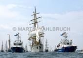 Windjammerparaden Kiel - Gorch Fock 6 - zwischen den Polizeibooten Fehmarn und Falshöft